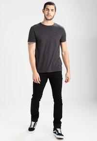 Tommy Jeans - ORIGINAL TRIBLEND REGULAR FIT - Camiseta básica - tommy black - 1