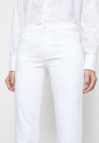 J Brand - SALLIE MID RISE BOOT - Bootcut jeans - blanc - 5