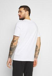 Puma - SUMMER COURT GRAPHIC TEE - Print T-shirt - white - 2