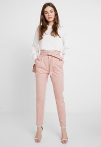 Vero Moda - VMEVA  - Pantalon classique - misty rose - 1