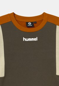 Hummel - SANDER UNISEX - Mikina - black olive - 2