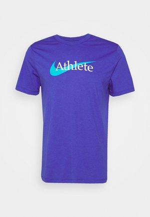 TEE ATHLETE - T-shirts print - lapis