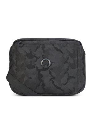 PICPUS  - Across body bag - schwarz tarnung