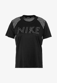 Nike Performance - DRY MILER - T-shirt z nadrukiem - black/black/metallic silver - 4