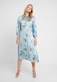 Closet - CLOSET GATHERED NECK A-LINE DRESS - Cocktail dress / Party dress - blue - 0