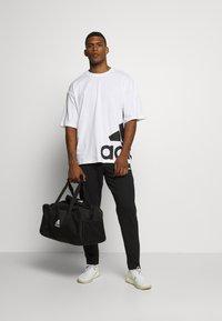 adidas Performance - BOXBOS TEE - T-shirt med print - white/black - 1