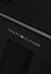Tommy Hilfiger - DOWNTOWN SLIM COMPUTER BAG UNISEX - Aktówka - black - 3