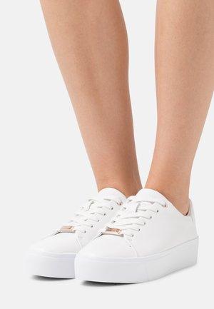 FLATFORM LACE UP - Zapatillas - triple white