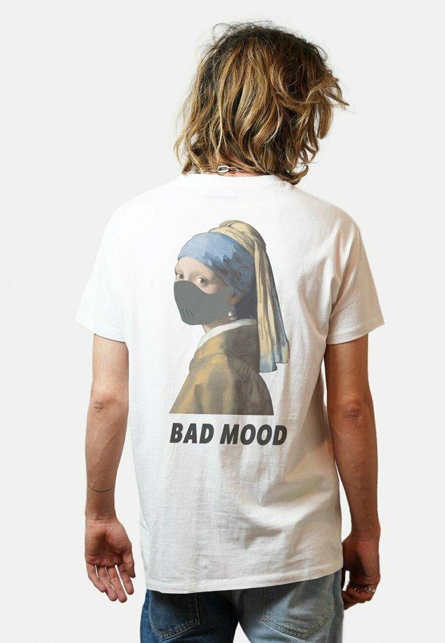 BADMOODBACK - T-shirts print - white