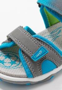Superfit - MIKE 3.0 - Chodecké sandály - grau - 2