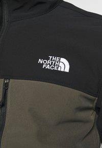 The North Face - MENS APEX BIONIC JACKET - Softshellová bunda - green - 5