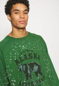 Jaded London - ALASKA STATE BEARS CREWNECK  - Sweatshirt - green - 4