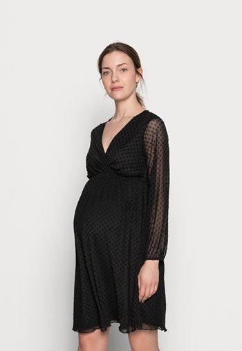 MATERNITY WRAP DOBBY DRESS - Žerzejové šaty - black