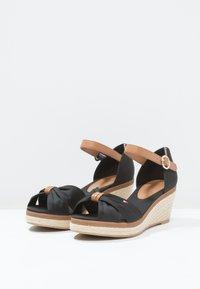 Tommy Hilfiger - ICONIC ELBA SANDAL - Platform sandals - black - 3