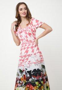 Madam-T - Maxi dress - rosa/weiß - 3