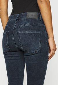 Vero Moda Petite - VMELLA - Skinny džíny - dark blue denim/black - 5