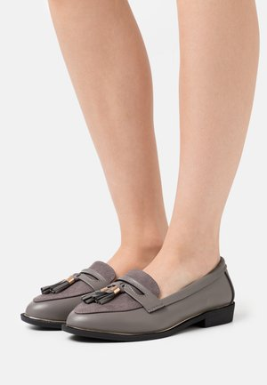 WIDE FIT LANDMARK APRON LOAFER - Loaferit/pistokkaat - grey