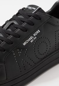 Michael Kors - KEATING - Sneakers basse - black - 5