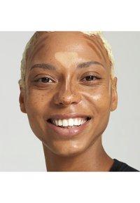 Nyx Professional Makeup - STICK - Contouring - 3 deep - 1