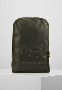 Deuter - AVIANT DUFFEL PRO 40 - Holdall - khaki/ivy - 9
