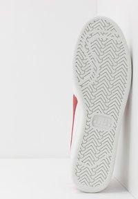 Diadora - B.ELITE - Zapatillas - white/ferrari red - 4