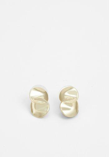 PHOEBE EAR PLAIN