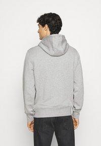 Tommy Hilfiger - NEW LOGO HOODY - Sweatshirt - medium grey heather - 2
