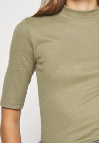 Modström - KROWN - Basic T-shirt - light khaki - 4