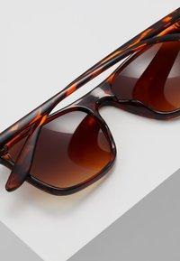 KIOMI - Sunglasses - brown/beige - 3