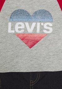 Levi's® - COLORBLOCK RAGLAN SET - Džíny Straight Fit - light gray heather - 3