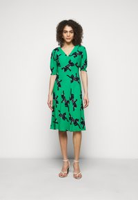 Diane von Furstenberg - JEMMA DRESS - Vapaa-ajan mekko - medium green - 0