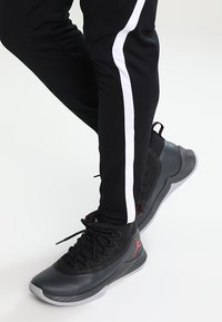 Jordan - ALPHA DRY PANT - Jogginghose - black/white - 4