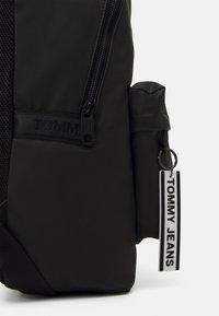 Tommy Jeans - LOGO TAPE BACKPACK - Plecak - black - 4
