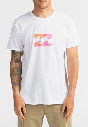 TEAM WAVE  - T-shirt con stampa - white