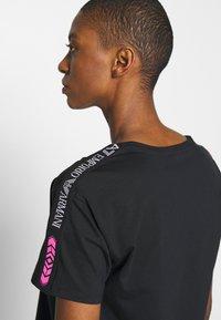 EA7 Emporio Armani - Print T-shirt - black/white - 3