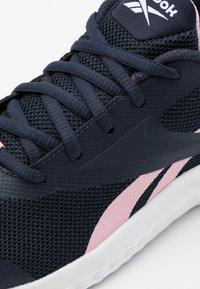 Reebok - RUSH RUNNER 3.0 - Zapatillas de running neutras - night navy/class pink/silver metallic - 5