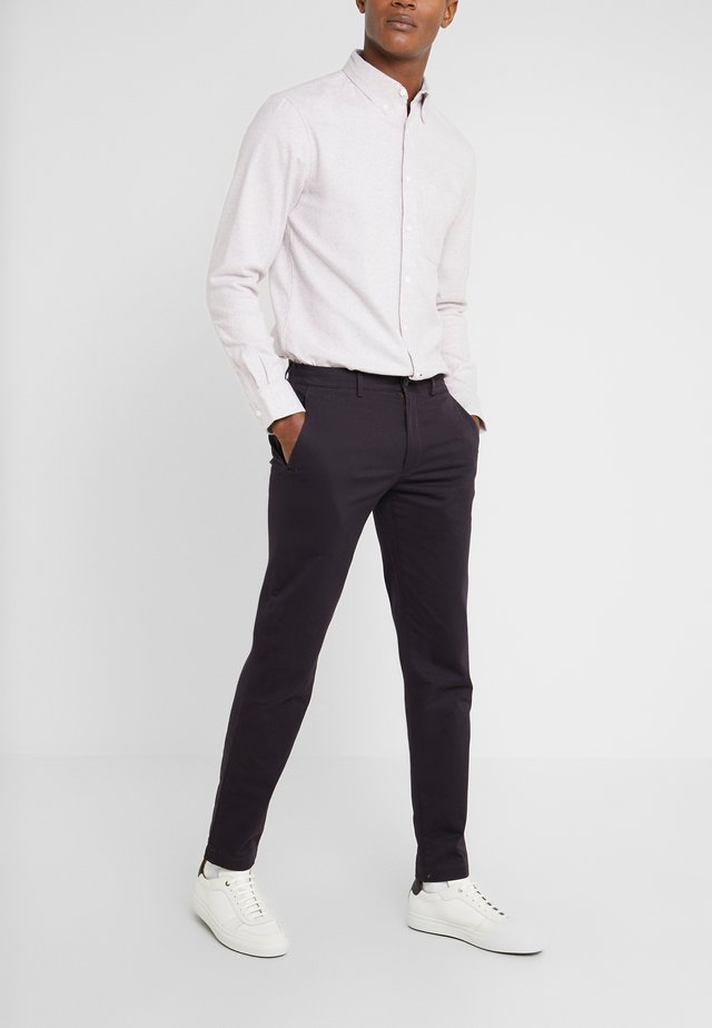 CONNOR STRETCH - Chinos - merlot