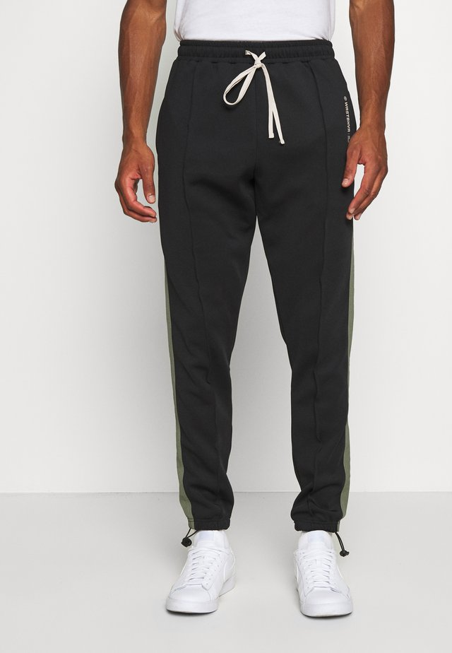 TRACKPANTS LOUNGIN BLACK - Verryttelyhousut - black/green