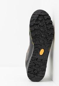 Mammut - KENTO LOW GTX MEN - Climbing shoes - dark titanium/freesia - 4