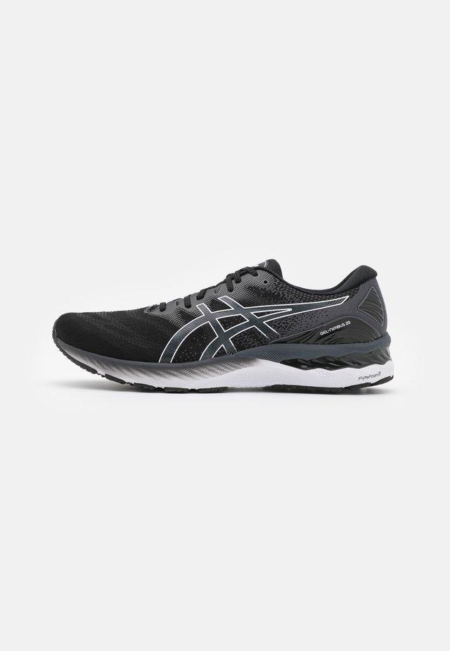 GEL NIMBUS 23 - Obuwie do biegania treningowe - black/white