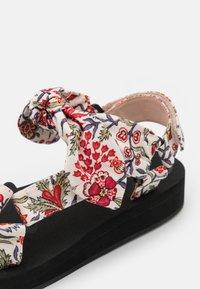 Loeffler Randall - MAISIE - Sandály na platformě - white - 6