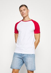 Pier One - Basic T-shirt - red - 0