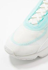 Nike Sportswear - AIR MAX 2090 - Sneakers basse - sail/black/aurora green/summit white - 5