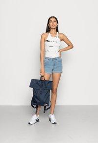 Noisy May - NMBE LUCY FOLD - Shorts vaqueros - light blue denim - 1
