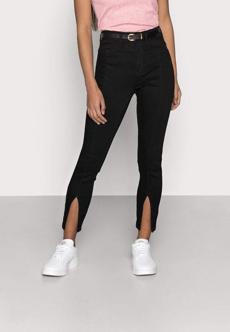 Noisy May Petite - NMCALLIE SLIT DETAI - Jeans Skinny Fit - black denim