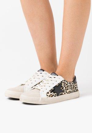 CITY - Sneakersy niskie - brown