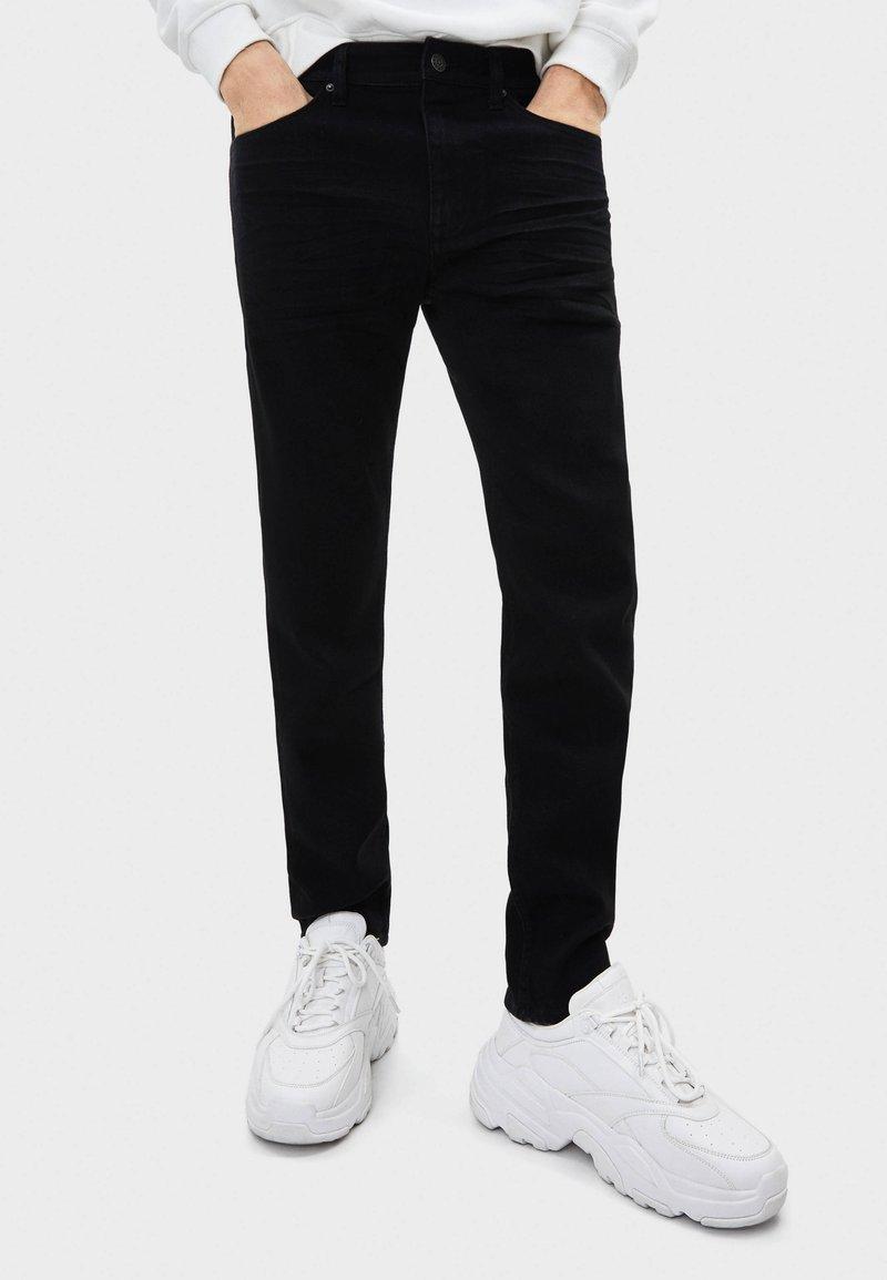 Bershka - Slim fit jeans - black