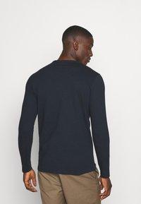 Jack & Jones - JJELONG  - Långärmad tröja - navy blazer - 2