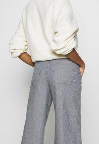 Vans - BARRECKS PANT - Trousers - light blue - 5