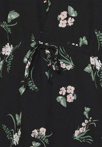 Vero Moda Curve - VMSIMPLY EASY TIE SHORT DRESS - Denní šaty - black/ann - 5